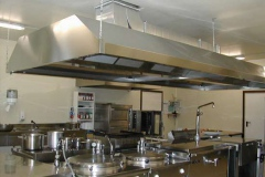 Cucina per 350 presenze montata su prefabbricato.