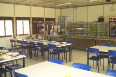 Self service installato su prefabbricato con una capacità distributiva di  180 pasti.