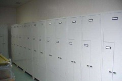 Furnished with twin lockers with 4 compartments